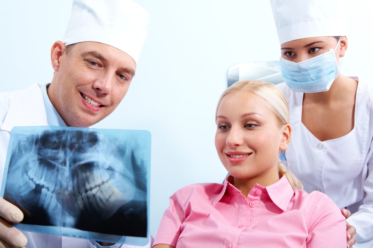 """Choosing The """"Right"""" Cosmetic Dentist"""