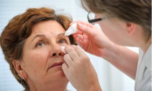 how to place eye drops